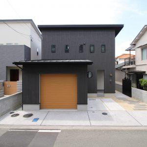 ビルトインガレージの家
